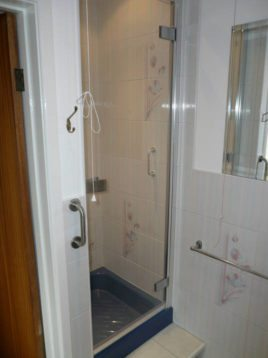 Shower room at Green Meadows, Three Crosses, Gower Peninsula